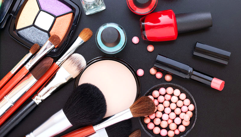Calling all Beauty Gurus: 22 Websites That Give You Free Makeup